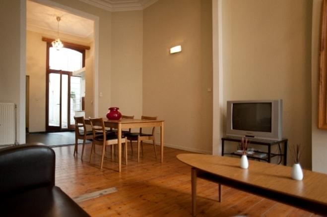 karaktervol gemeubeld appartement gelijkvloerse verdieping